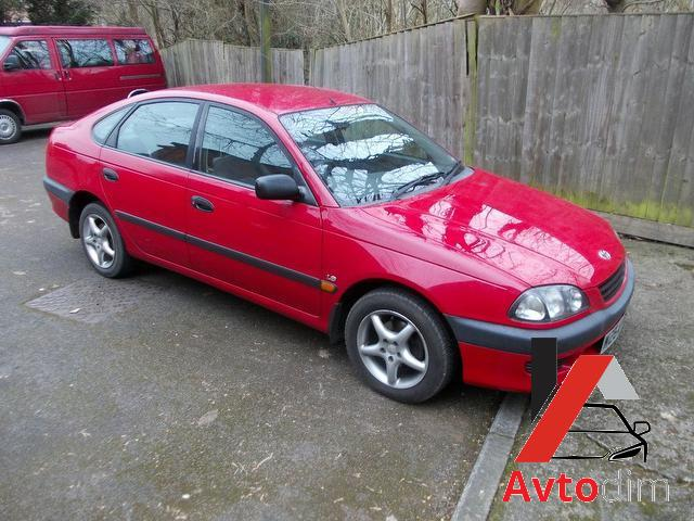 Toyota_Avensis_2001_Red_Hatchback